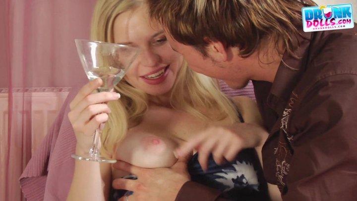 Напоил девку вином и выебал