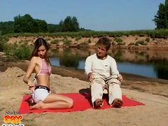 Секс на берегу реки