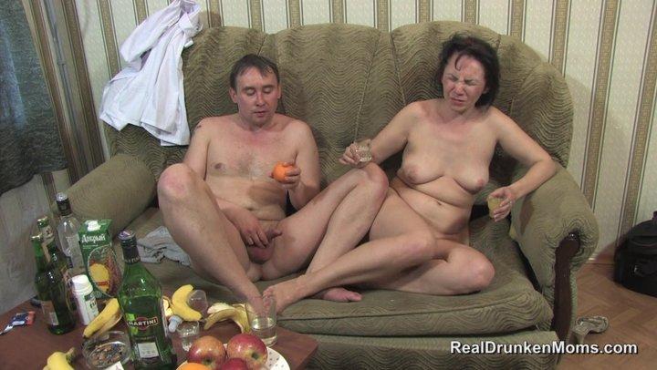 pyanaya-russkaya-blyuet-porno