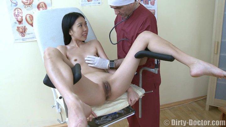 Смотреть порно с гинекологом азиатки