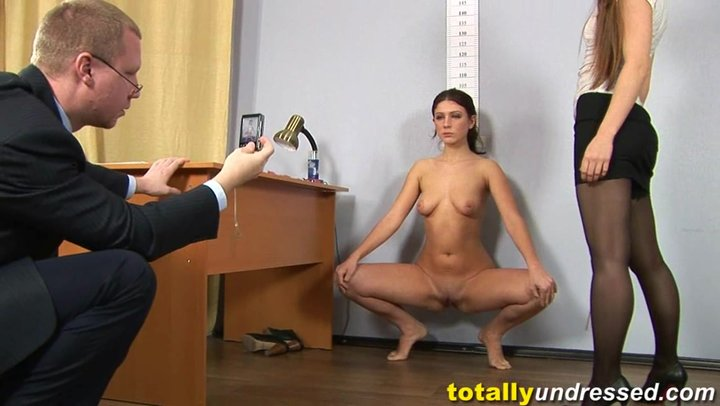 Порно унижение в офисе