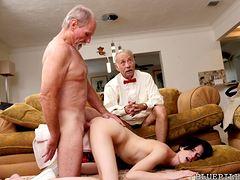 Старики трахают в анал
