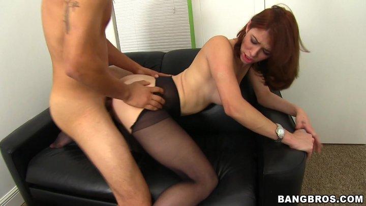 Разрезали колготки на кастинге порно