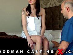 Двойное проникновение с телкой на порно кастинге Вудмана