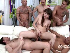 Порно пять мужиков трахают в жопу молодую девушку