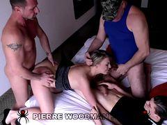 Двойное проникновение на порнокастинге Вудмана
