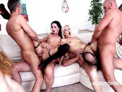 Анальная оргия мужиков с тремя подружками