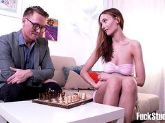 Учит девушку игре в шахматы и трахает