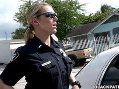 Секс в участке полиции