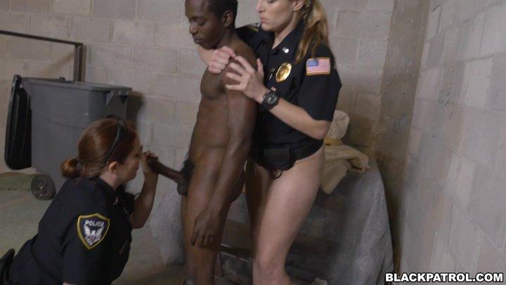 Секс в полицейских участках